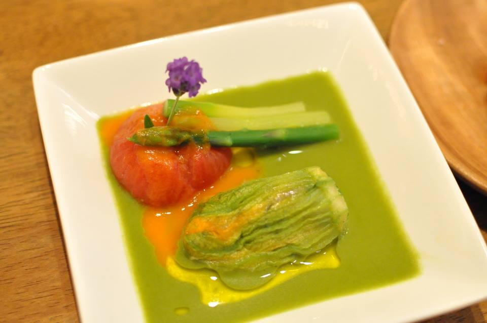 那須塩原産アスパラガスとそのクーリー 自然農法トマトのコンフィ ズッキーニの花のファルス